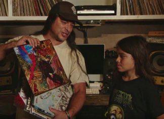 "Tye Trujillo z ojcem w odcinku ""Music Is History"""