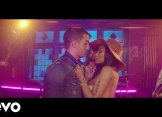 """DNCE i Nicki Minaj całują obcych (""""Kissing Strangers"""")"""