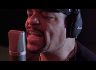 "Body Count gra covery Slayera (""Raining Blood"" i ""Postmortem"")"