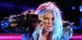 Fergie pokazała się topless! Zobacz nowy spot gwiazdy (WIDEO)