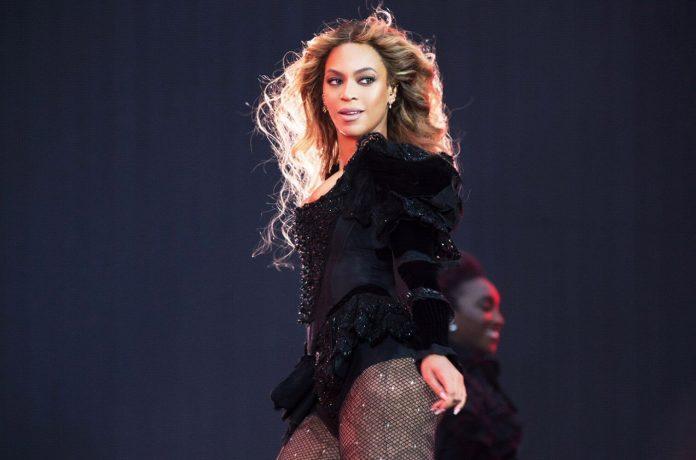 Czarna Pantera Beyonce chce śpiewać dla Jamesa Bonda
