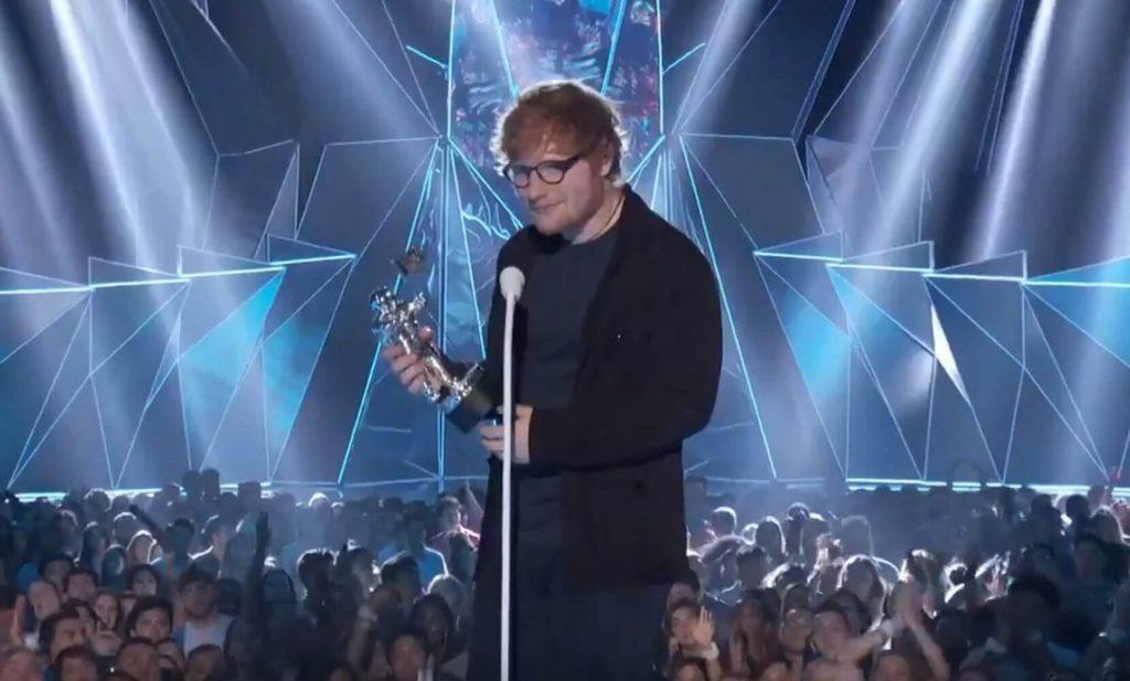 Ed Sheeran artystą roku! Wokalista dziękuje fanom (WIDEO)