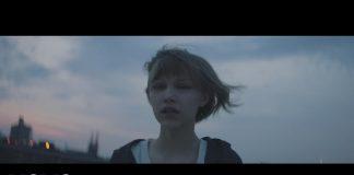 """Grace VanderWaal zapowiada debiutancki album klipem """"Moonlight"""""""