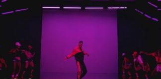 Chris Brown zadaje pytania i tańczy (WIDEO)