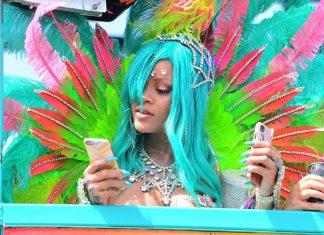 Rihanna kusi półnagą karnawałową stylizacją