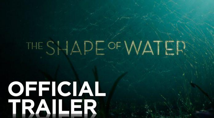 """Sally Hawkins poznaje stwora (""""The Shape of Water"""")"""