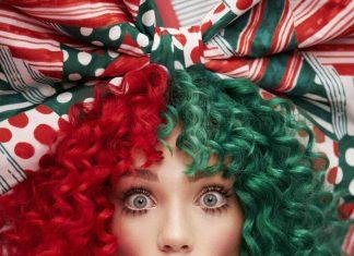 Sia wprowadza w świąteczny nastrój (posłuchaj Santa's Coming For Us)