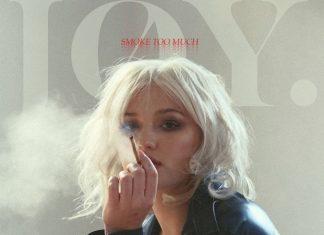 Młoda seksowna Joy. zdecydowanie za dużo pali, ale pięknie śpiewa