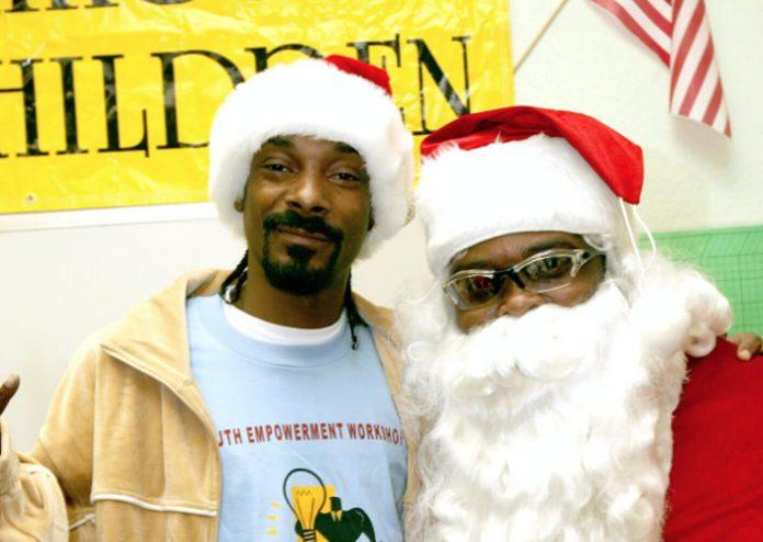 Snoop Dogg świątecznie z Boyz II Men