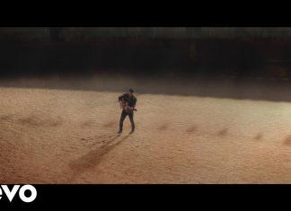 Nick Jonas śpiewa dla byczka Fernanda (zobacz teledysk)