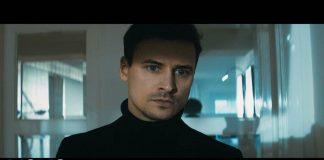 Mateusz Damięcki zapomina o rodzinie w klipie Lady Pank