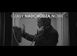 Muniek Staszczyk z zespołem Dylan.pl (teledysk Czasy nadchodzą nowe)