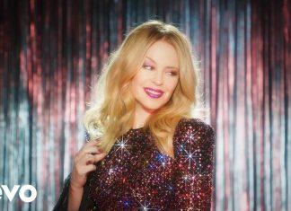 Kylie Minogue błyszczącą kowbojką (zobacz klip Dancing)