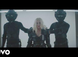 Christina Aguilera i Demi Lovato w łańcuchach