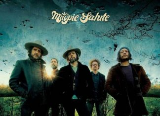 Debiutancki album The Magpie Salute