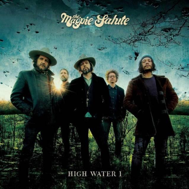 Debiutancki album The Magpie Salute