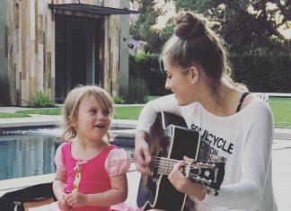 Córka Kelly Clarkson zakochana w Chrisie Martinie