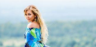 "Julia Jaroszewska: Debiutacki teledysk finalistki programu ""Projekt Lady"""