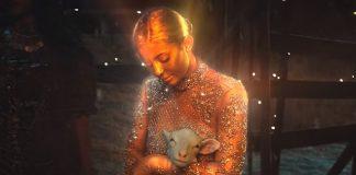 """Złota Kylie Jenner i prorok Travis Scott (zobacz klip """"Stop Trying to Be God"""")"""