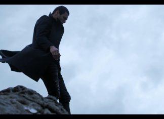Mike Shinoda z Linkin Park wychodzi z morza