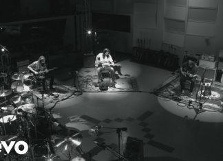 """Dave Grohl gra na wszystkich instrumentach w filmie """"Play"""""""