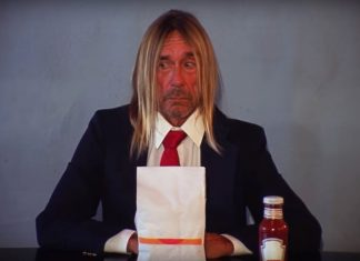 Iggy Pop je burgera w wideo Death Valley Girls