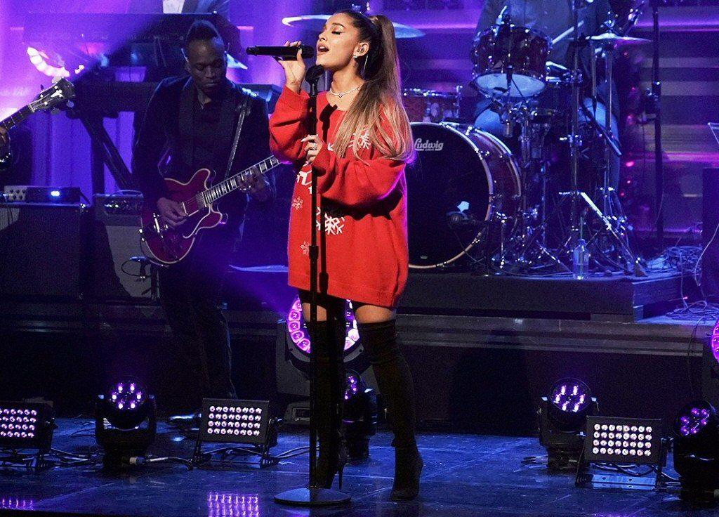 """Ariana Grande: zobacz """"Imagine"""" i świąteczny skecz u Fallona (WIDEO)"""