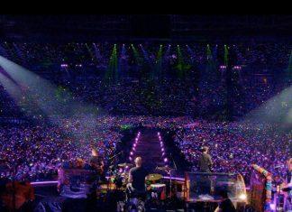 Coldplay i kolorowe światełka