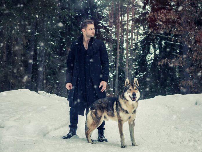 """Gracjan Kalandyk zaprezentował single """"Czegoś mi brak"""" i """"Skrawki"""" z albumu """"Dwa słowa"""" w ramach sesji Tall Pine Records."""