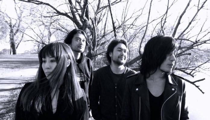Mono wystąpią 16 kwietnia w gdańskim klubie B90 , 17 kwietnia w warszawskim klubie Hydrozagadka, a 18 kwietnia w krakowskim Zet Pe Te