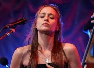 """Fiona Apple niedawno zaśpiewała w piosence """"I Can't Wait To Meet You"""", której autorką była ciężarna Solangie Jimenez oraz Thomas Cabaniss."""
