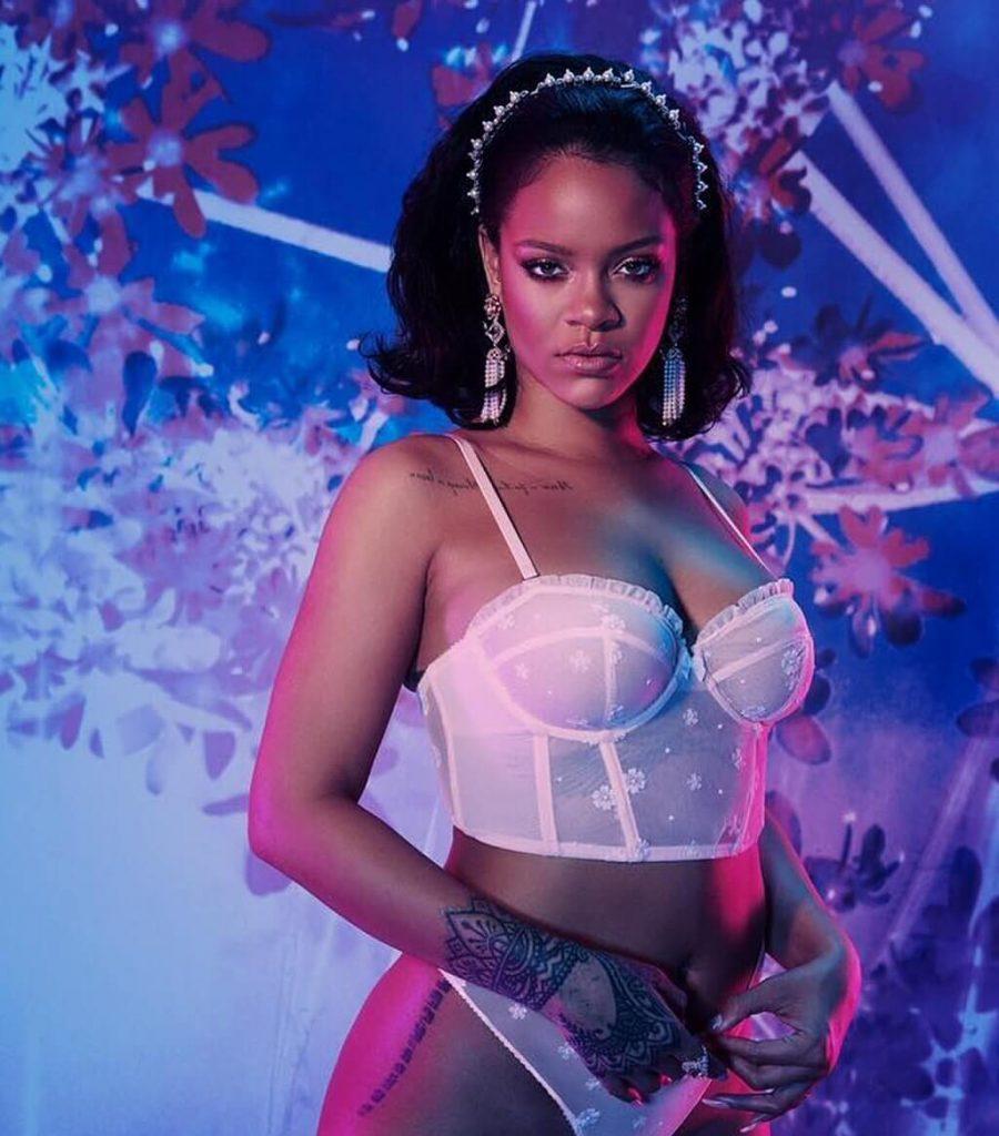 Rihanna kusi w bieliźnie. Zobacz PIKANTNE zdjęcia!