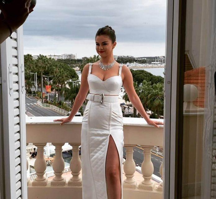 Selena Gomez debiutuje w Cannes. Wygląda oszołamiająco (WIDEO)