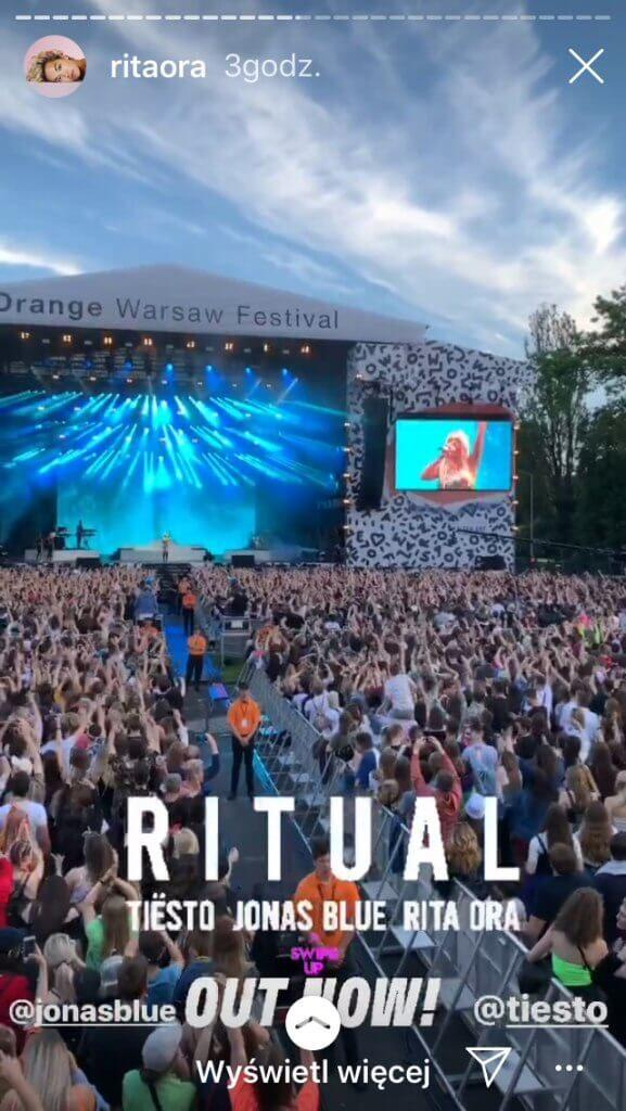 Piosenkarka w utworze Ritual