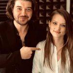 """Pectus i Kasia Popowska w piosence """"Najlepiej być w podróży"""""""