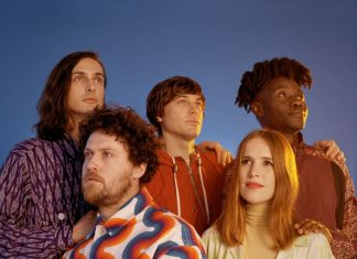"Metronomy z kolorowym klipem do ""Walking In The Dark"""