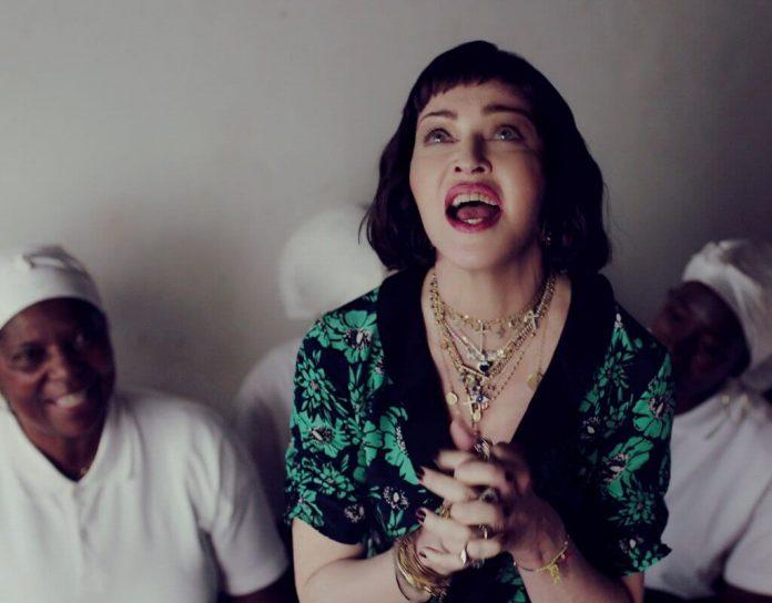 """Madonna prezentuje zachwycający wizualnie klip """"Batuka"""""""