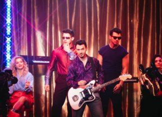 Jonas Brothers przenieśli się w lata 80. w nowym teledysku!