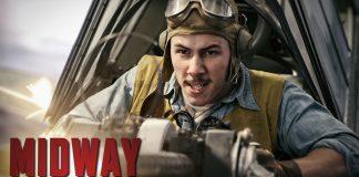 Nick Jonas z wąsem walczy o Midway (WIDEO)