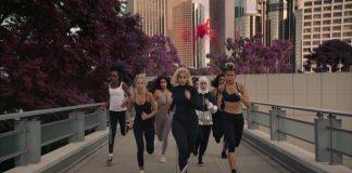 Bebe Rexha biegnie w maratonie z czarownicą (WIDEO)