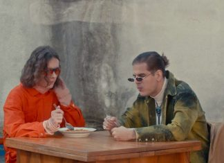 Schafter i Taco Hemingway jedzą bigos