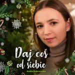 """AniKa Dąbrowska ze świąteczną piosenką """"Daj coś od siebie"""""""