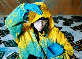 Billie Eilish prawie jak Jackson Pollock