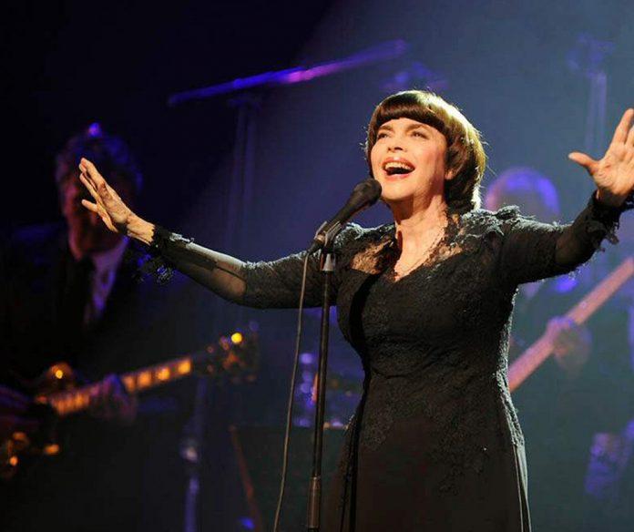 """Mireille Mathieu ponownie odwiedzi Polskę. """"Urodziłam się, żeby śpiewać"""""""