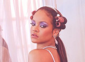 Rihanna wdzięczy się w koronkowej bieliźnie. Jest na co popatrzeć!